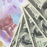 У НБУ розповіли, на скільки гривня ослабла до долара