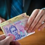 Лідерами зі зростання зарплати в Україні стали держслужбовці і військові